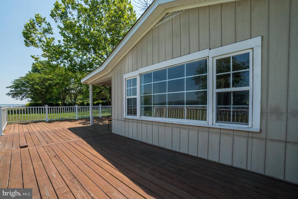 Large Deck & Window - 2619 LYNN ALLEN RD, KING GEORGE