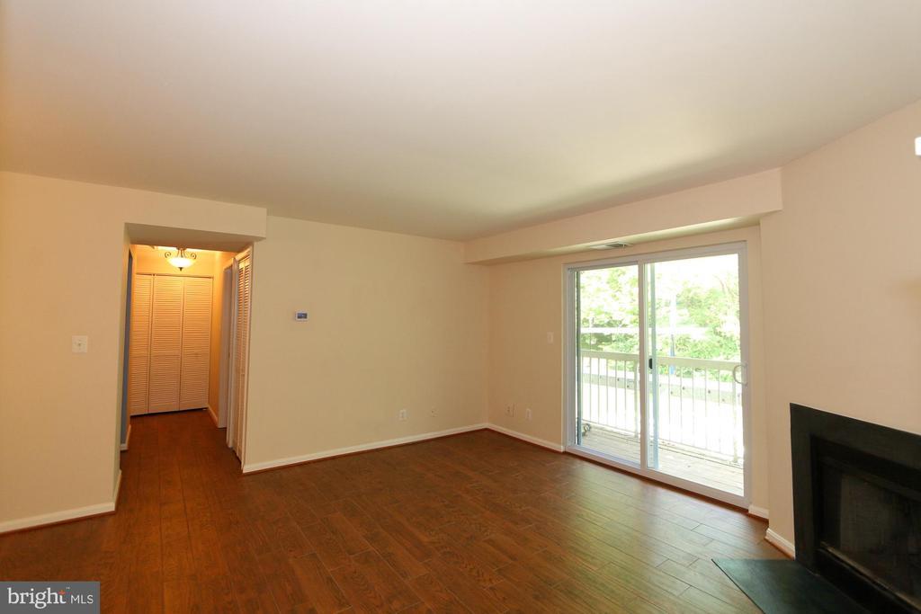 Living Room - Porcelain Tile - 13619 ORCHARD DR, CLIFTON
