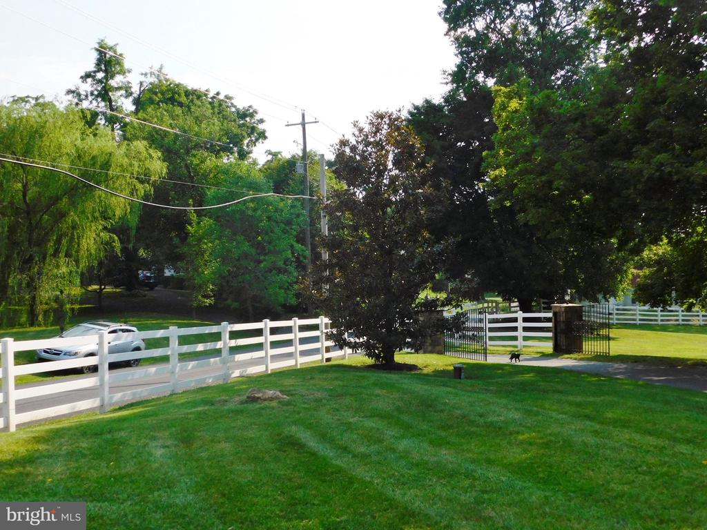 - 933 BERRYS FERRY RD, WHITE POST