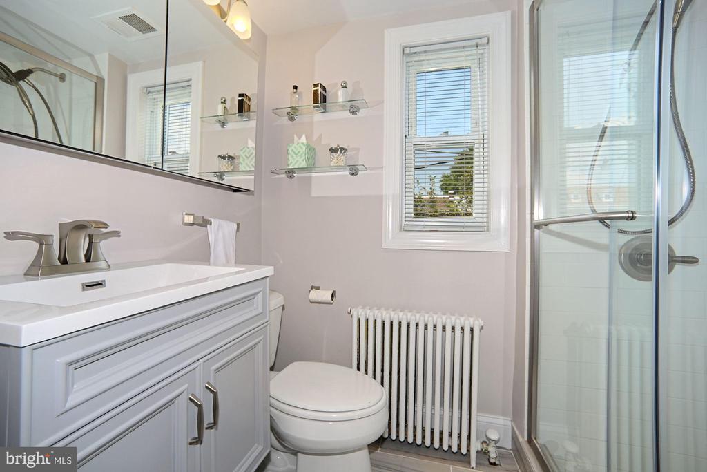 Renovated owner's bath - 520 ONEIDA PL NW, WASHINGTON