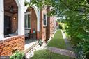 Side yard - 520 ONEIDA PL NW, WASHINGTON