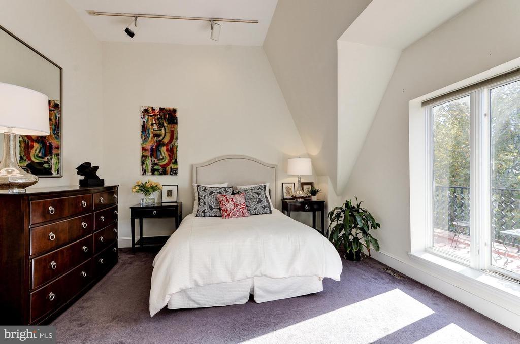 Upper Level Bedroom - 2015 Q ST NW, WASHINGTON