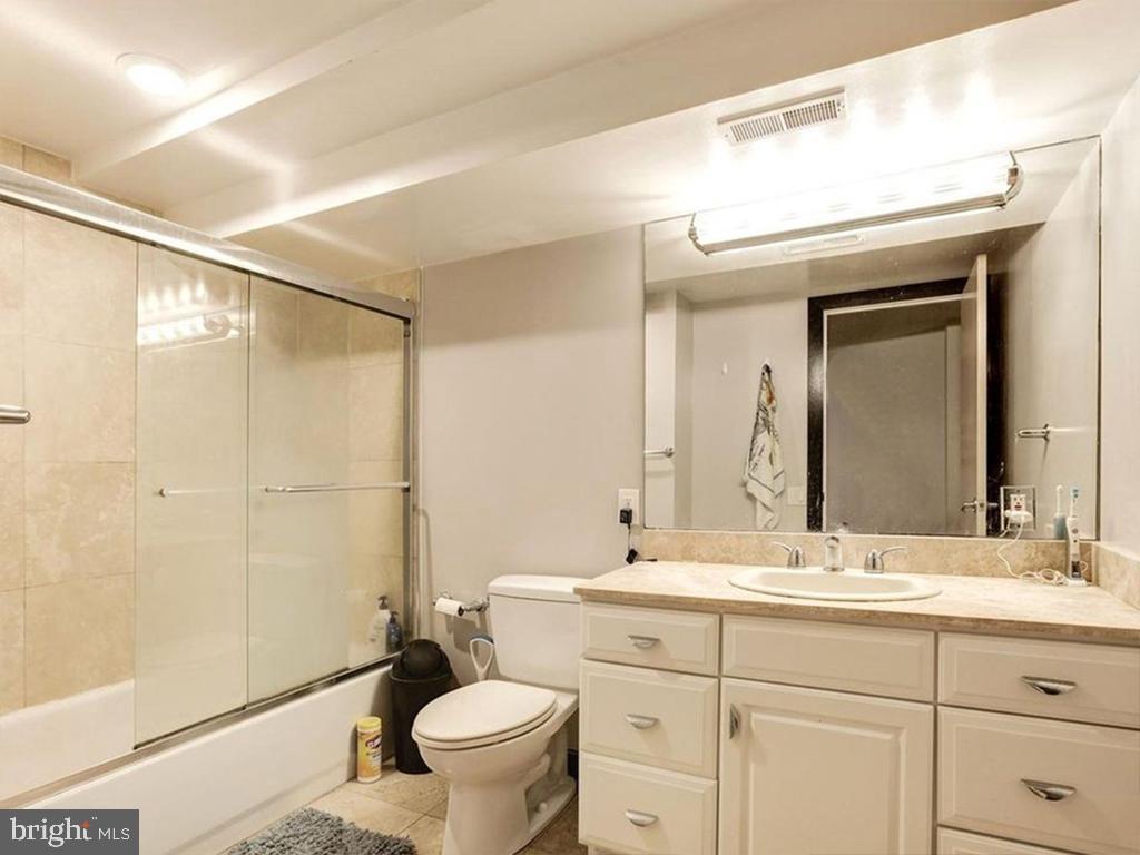 In-Law Bathroom - 1814 19TH ST NW, WASHINGTON