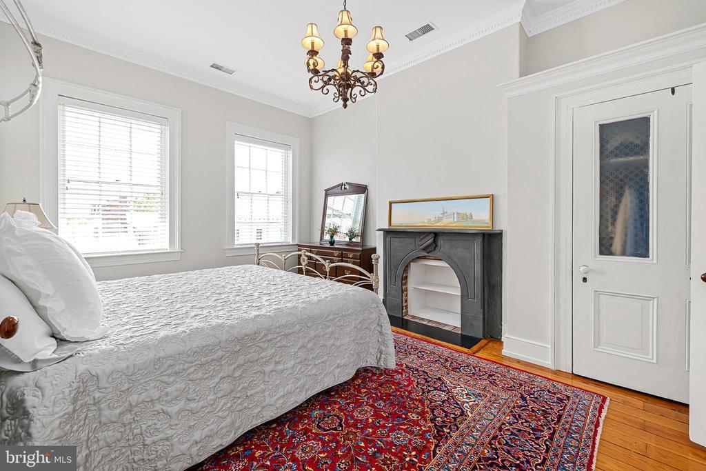 Bedroom 2 w/ fireplace - 406 HANOVER ST, FREDERICKSBURG