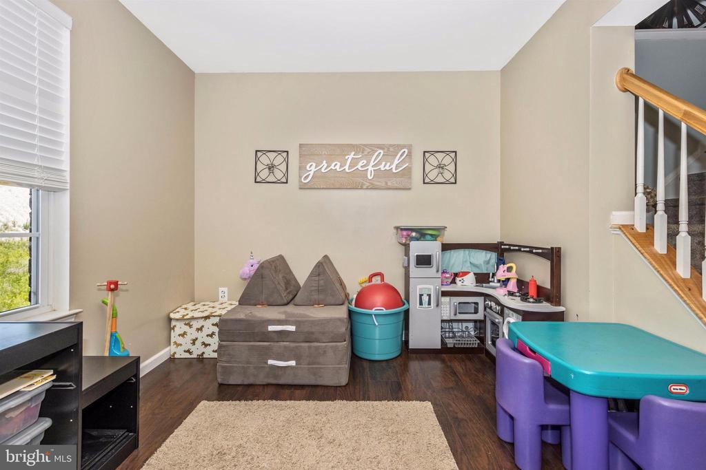 Nook perfect for kids play area - 211 RIDGE VIEW LN, HANOVER