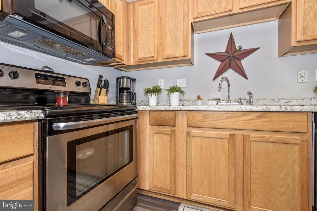 Stainless appliances - 211 RIDGE VIEW LN, HANOVER