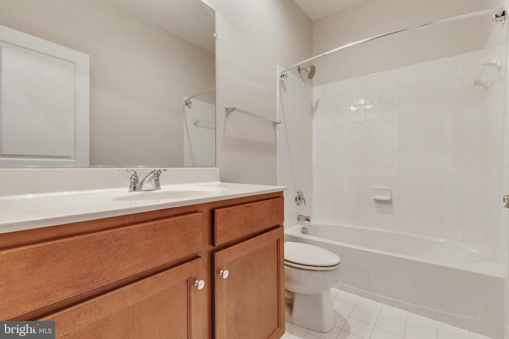 Upper Level Hall Bathroom - 15879 FROST LEAF LN, LEESBURG