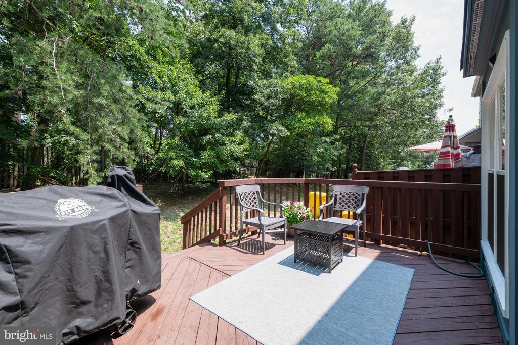 Enjoy relaxing on your deck - 7921 HEATHER MIST DR, SEVERN
