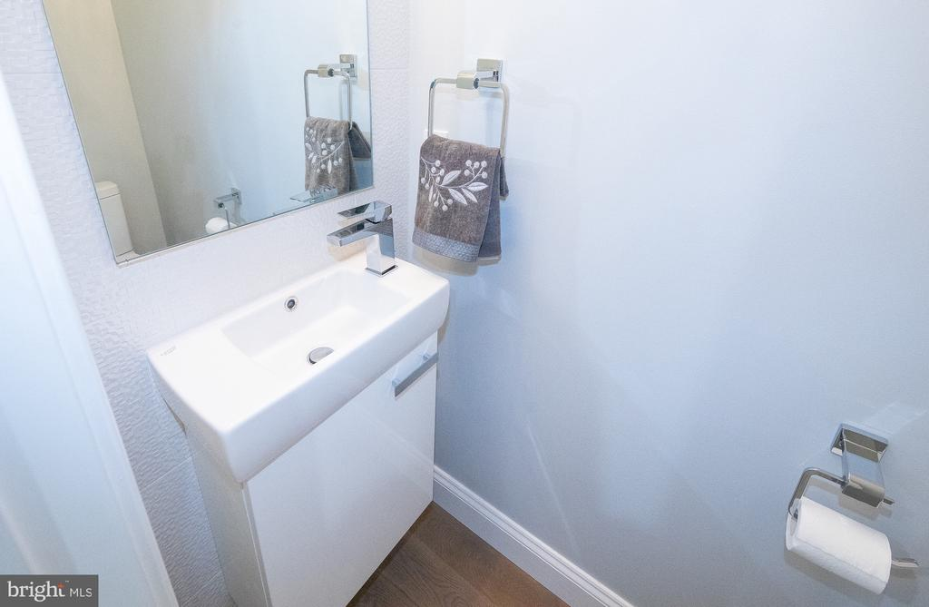 Porcelanosa tiled feature wall in guest half bath - 50 BRYANT ST NW, WASHINGTON