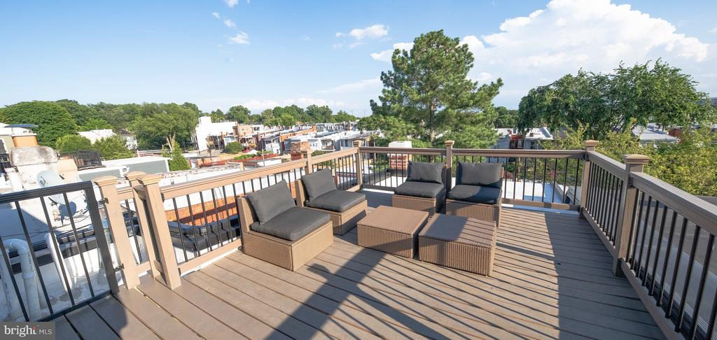 Expansive roof deck for entertaining - 50 BRYANT ST NW, WASHINGTON