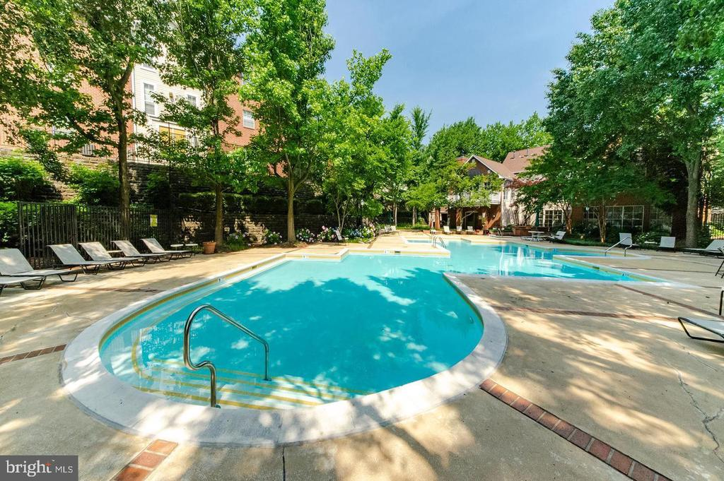 - 1535 LINCOLN WAY #301, MCLEAN