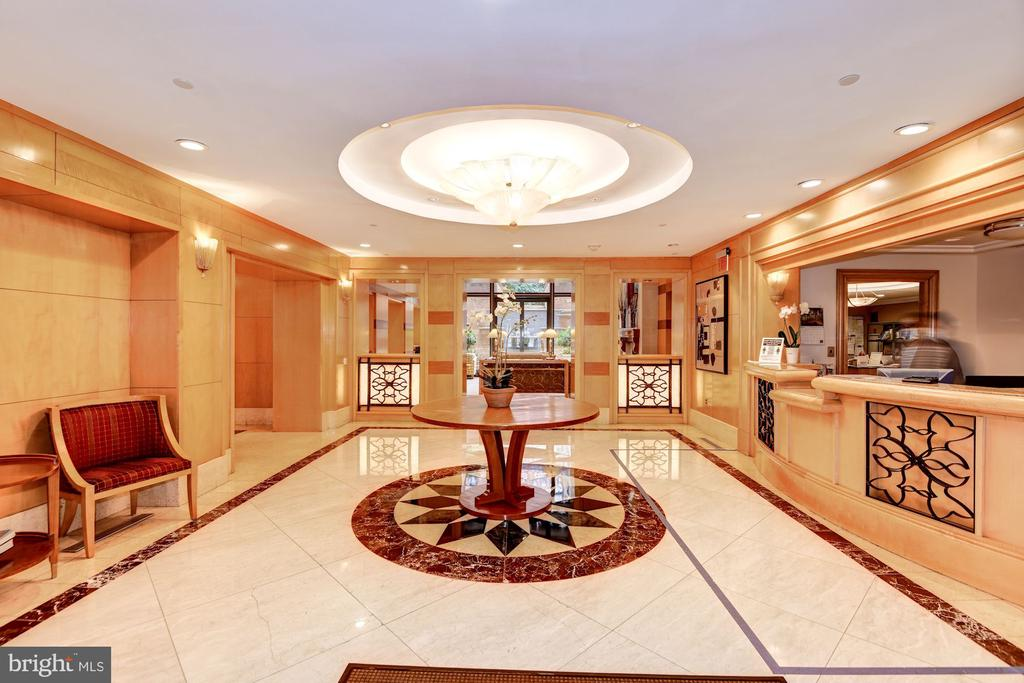 Luxurious Lobby w/ Friendly 24/7 Concierge - 616 E ST NW #1201, WASHINGTON