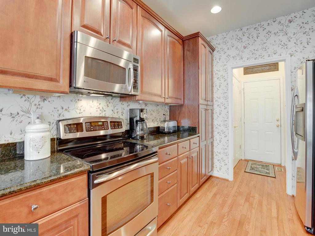 Kitchen & Washer/Dryer closet - 8853 WARM GRANITE DR #35, COLUMBIA