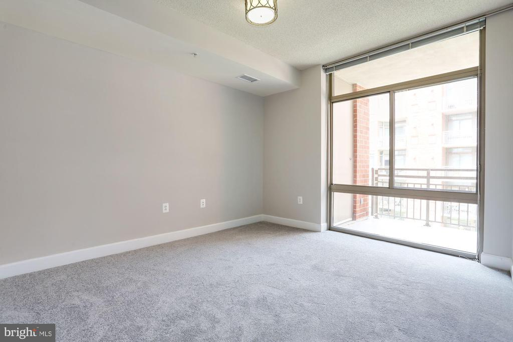 Freshly painted bedroom with brand new carpet - 3600 S GLEBE RD S #428W, ARLINGTON