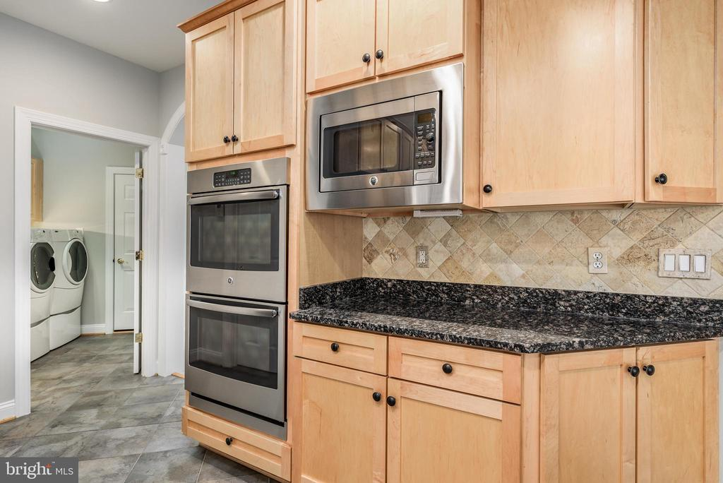 Kitchen w/Double Oven - 43620 CARRADOC FARM TER, LEESBURG