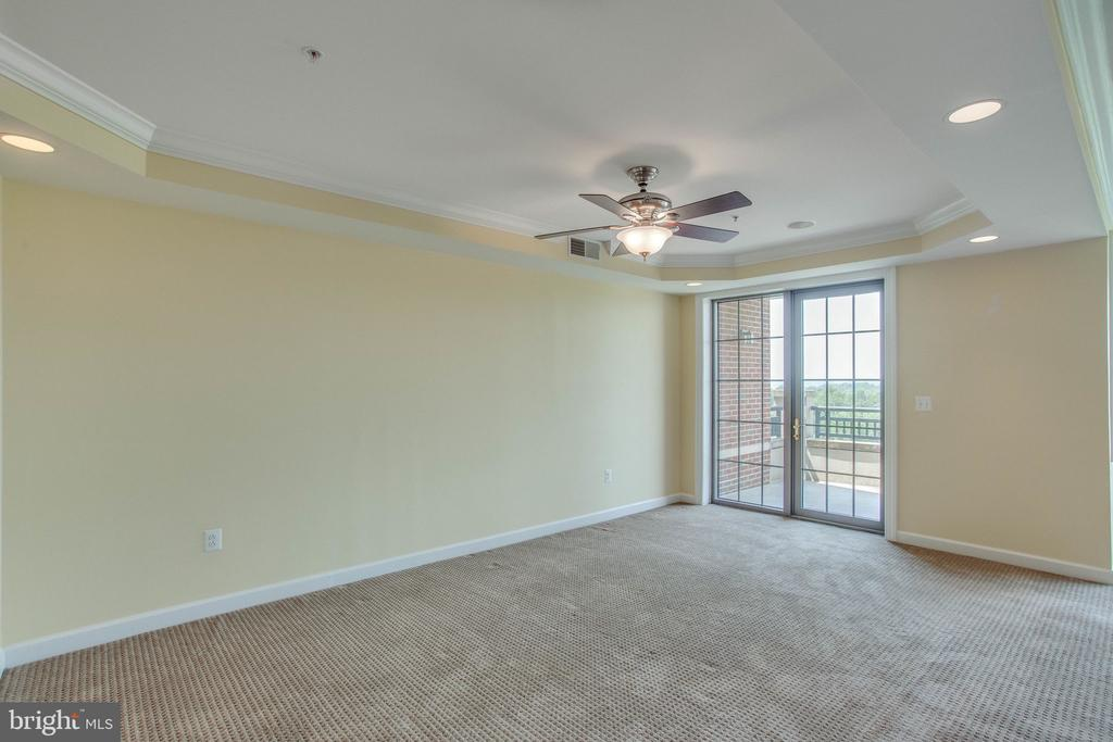 Dining room with doors to balcony - 485 HARBOR SIDE ST #911, WOODBRIDGE