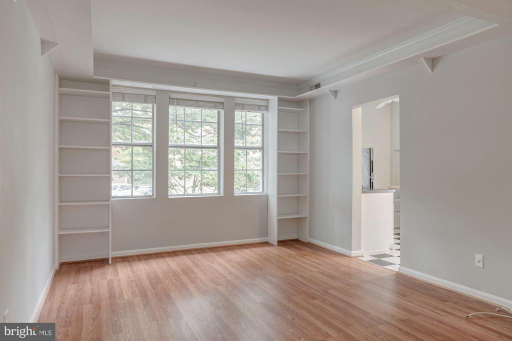 Large & Light-filled Living Room - 1913 N RHODES ST #17, ARLINGTON