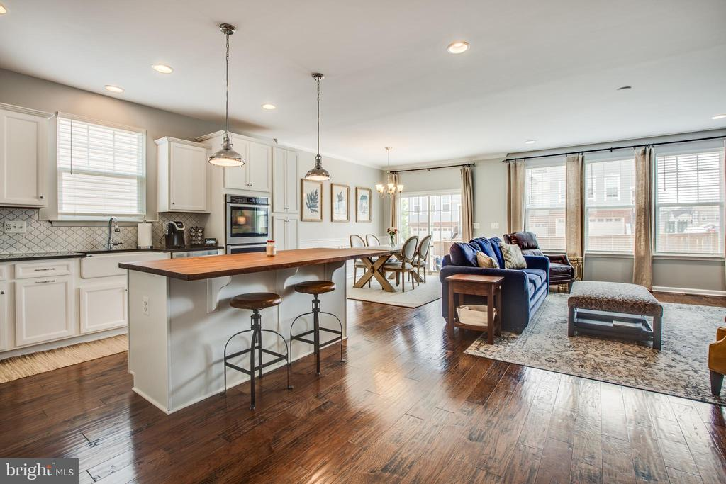 Main level bright open and spacious - 400 CONEFLOWER LN, STAFFORD