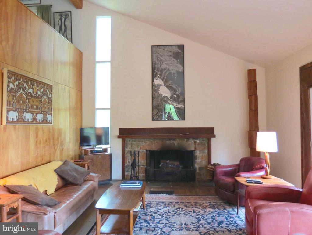 Living Room - 140 HORSESHOE HOLLOW LN, WASHINGTON