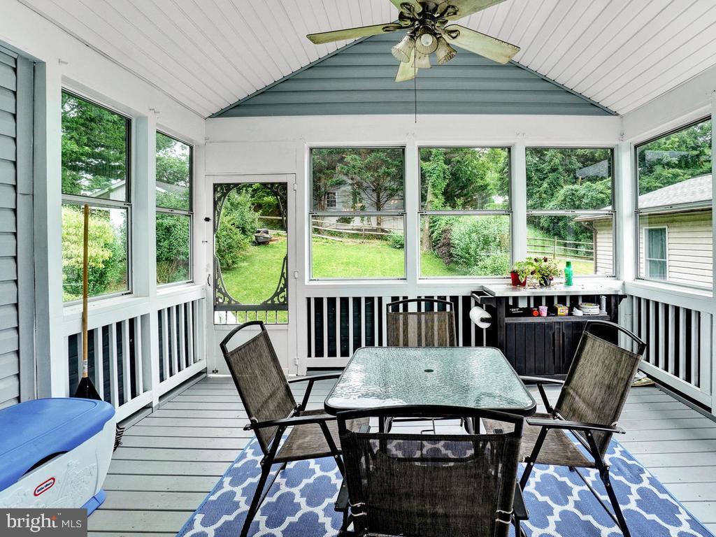 Beautiful enclosed porch with windows & screens - 318 E D ST, BRUNSWICK