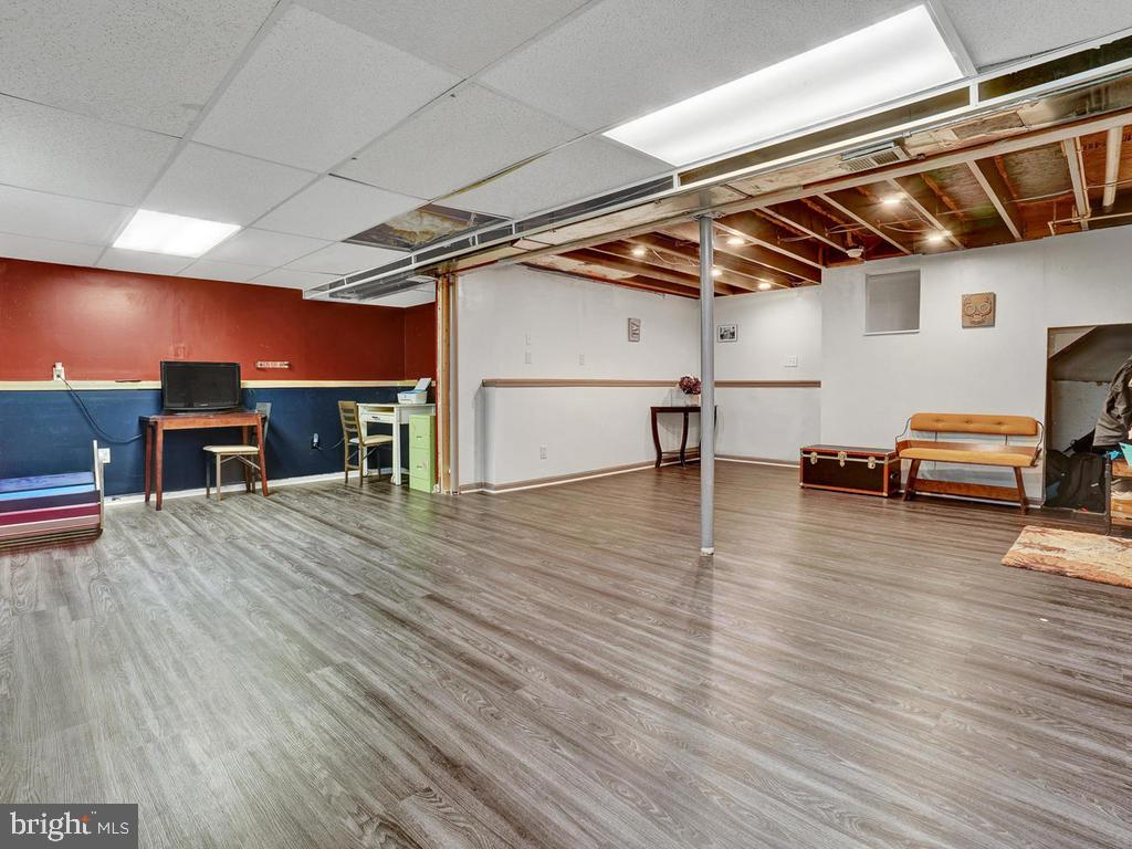 lots of space for bedroom and living area - 318 E D ST, BRUNSWICK
