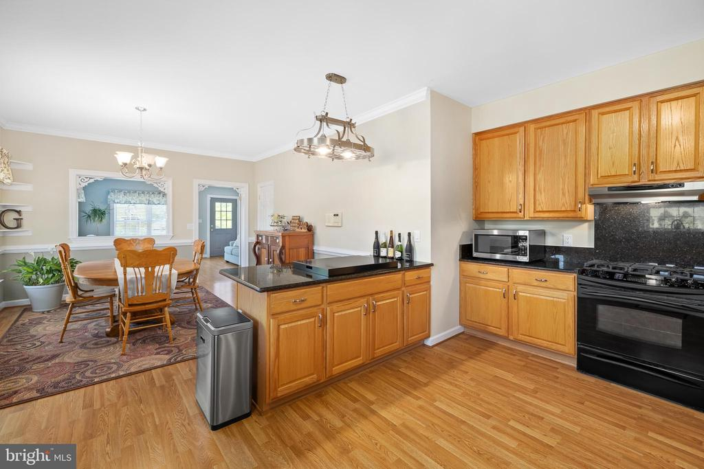 KITCHEN OVERLOOKS THE DINING ROOM - 228 ROCK HILL CHURCH RD, STAFFORD