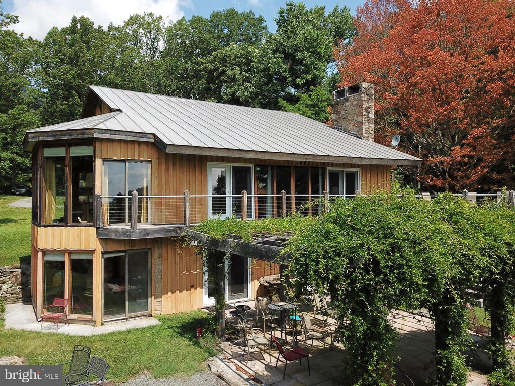 ... showing Sunrooms and patio - 140 HORSESHOE HOLLOW LN, WASHINGTON