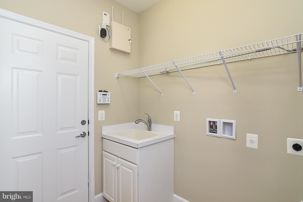 Walk In Laundry off garage - 45 DENISON ST, FREDERICKSBURG