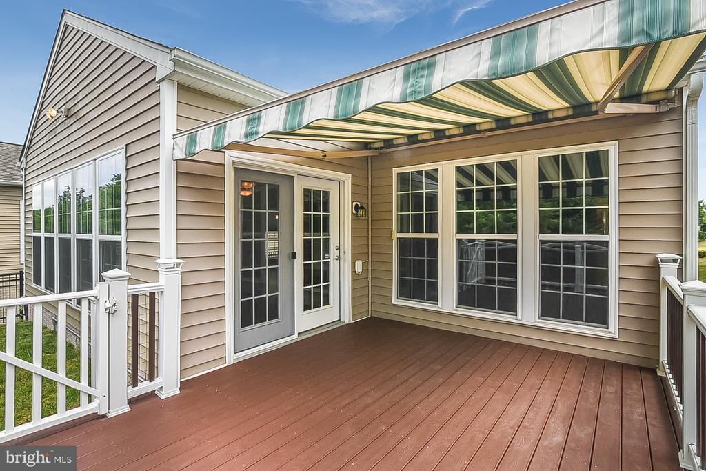 Deck with awning open - 45 DENISON ST, FREDERICKSBURG