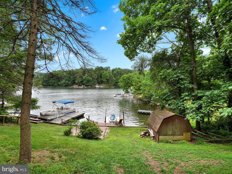 Single Family Homes 为 销售 在 Auburn, 宾夕法尼亚州 17922 美国