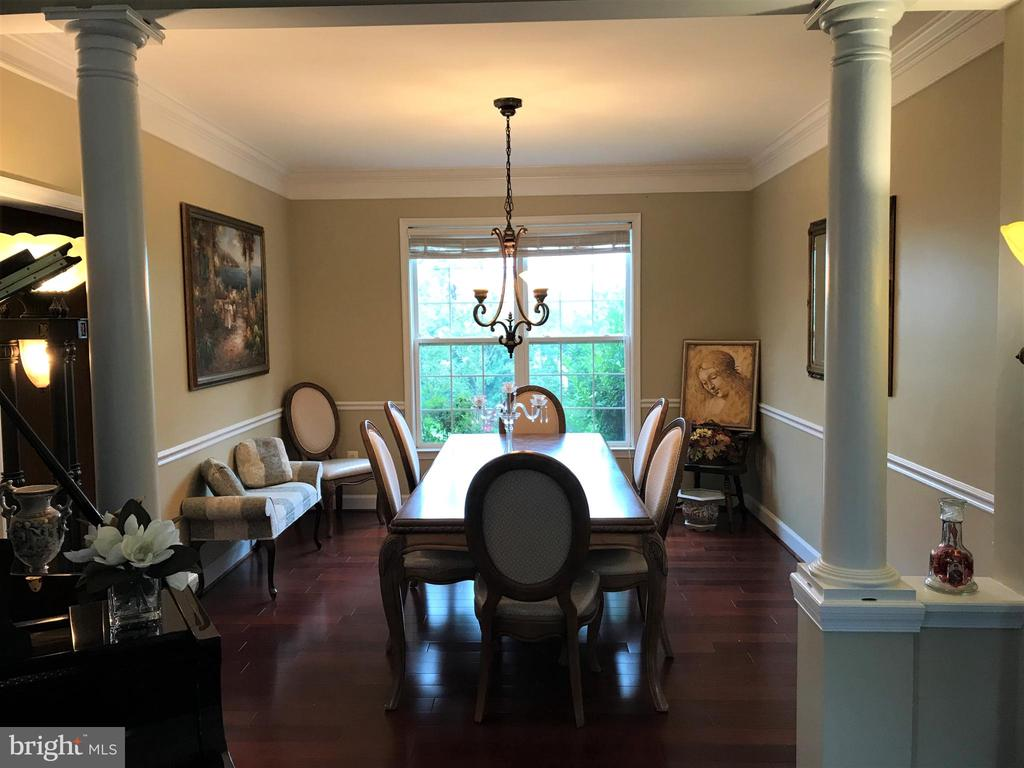 Dining room w. large window overlooking lush green - 11079 SANANDREW DR, NEW MARKET