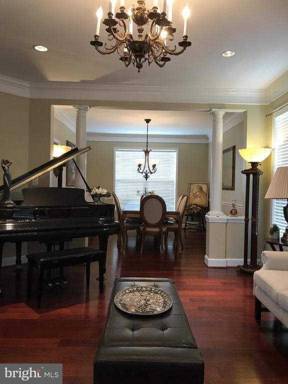 Living room across dining room - 11079 SANANDREW DR, NEW MARKET