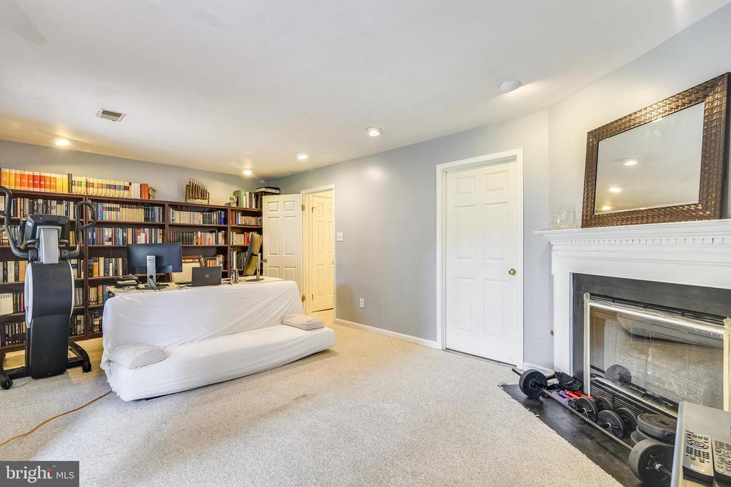 Basement with Walkout - 21121 FIRESIDE CT, STERLING