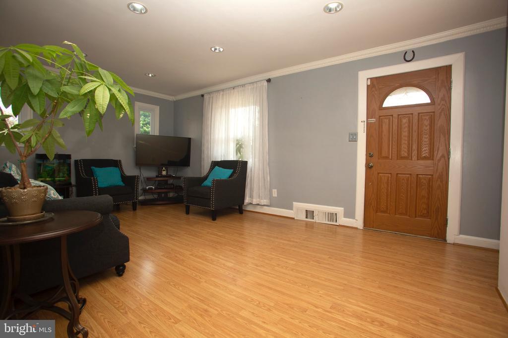 Living Area - 5426 SARGENT RD, HYATTSVILLE
