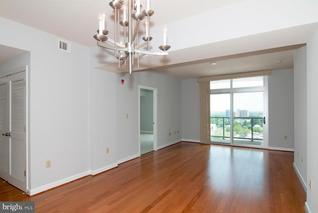 Sunny living room - 5750 BOU AVE #1508, NORTH BETHESDA