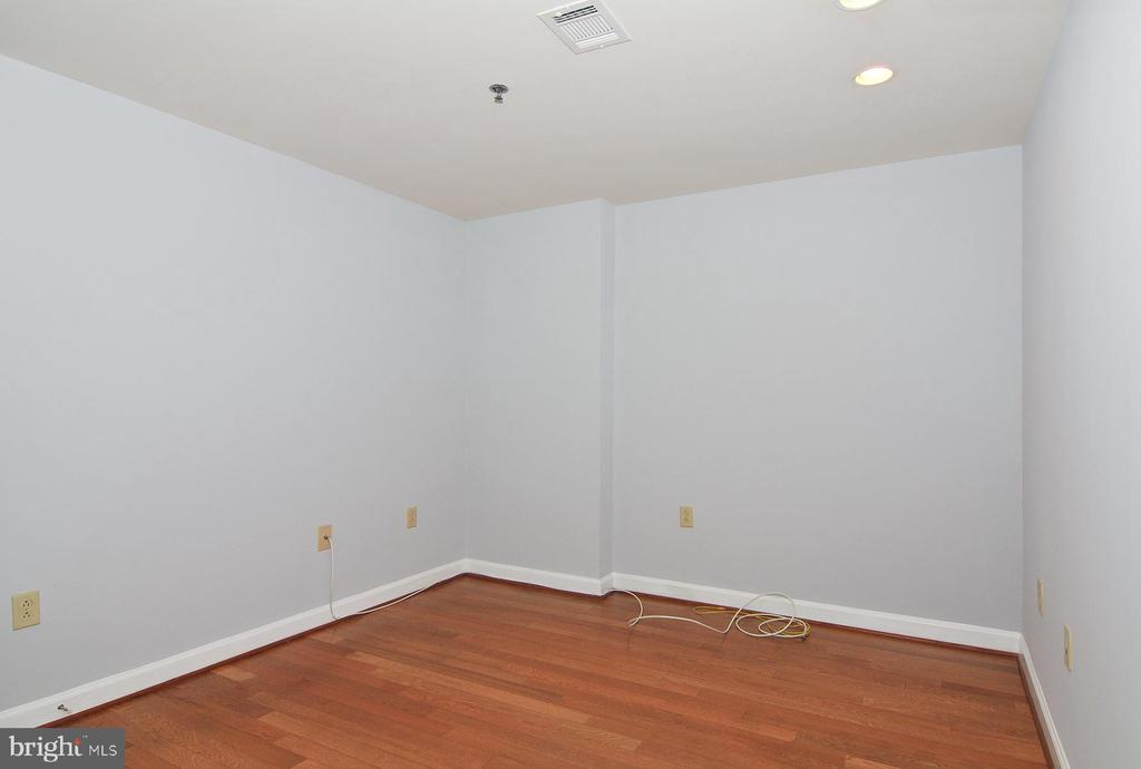 Large den with wood flooring - 5750 BOU AVE #1508, NORTH BETHESDA