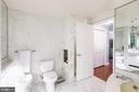 Master bathroom - 1300 CRYSTAL DR #306S, ARLINGTON