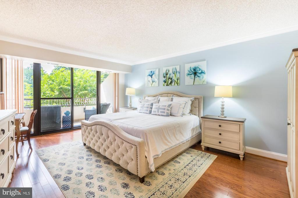 Master bedroom w/ balcony overlooking pool! - 1300 CRYSTAL DR #306S, ARLINGTON