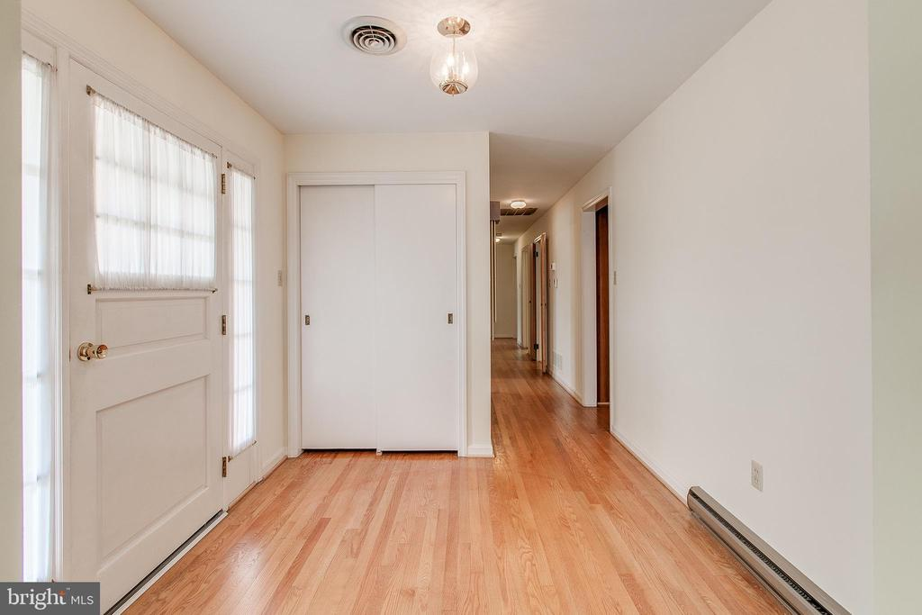 Foyer and hallway with hardwood floors - 215 BROAD ST, MIDDLETOWN