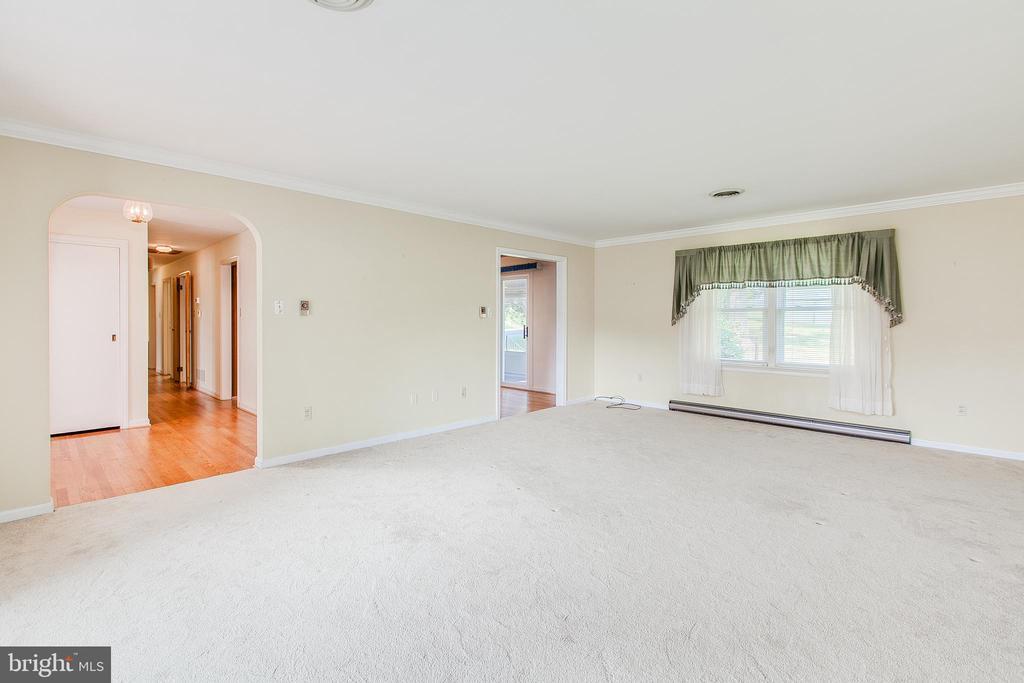 Large formal living room - 215 BROAD ST, MIDDLETOWN