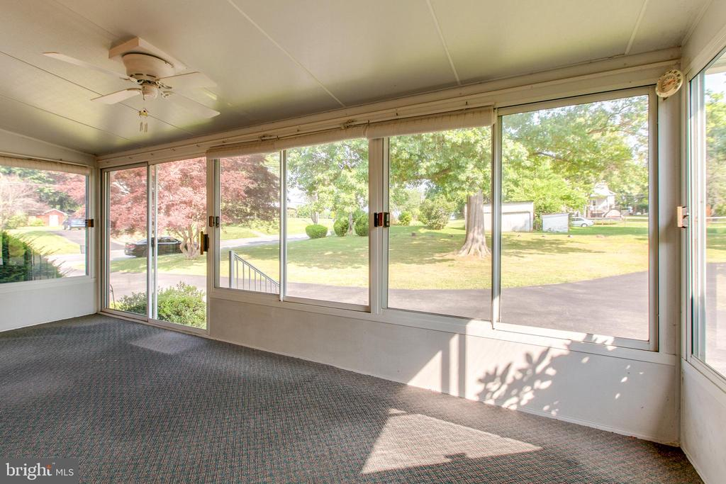 Enclosed porch - 215 BROAD ST, MIDDLETOWN