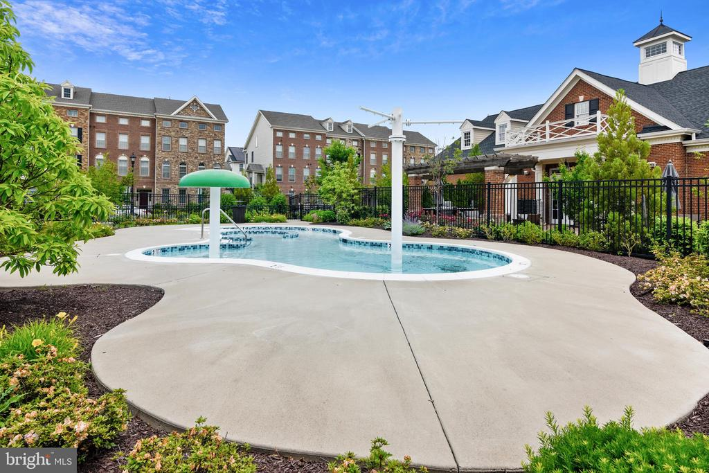 Childrens Pool & Splash Fountain - 22602 PINKHORN WAY, ASHBURN