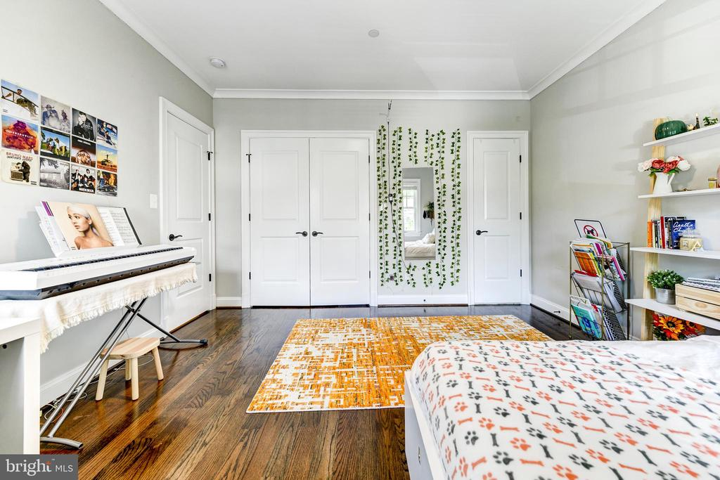 En-suite bedroom#2 - 4522 CHELTENHAM DR, BETHESDA
