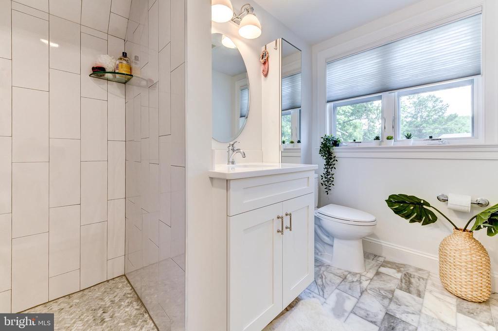 En-suite bathroom #4 - 4522 CHELTENHAM DR, BETHESDA
