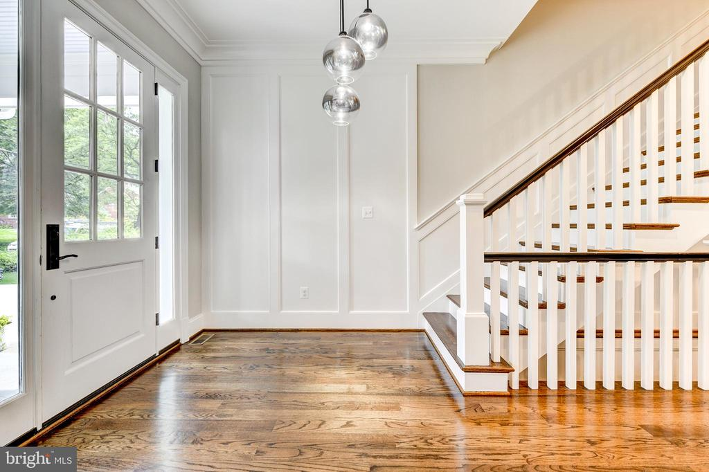Entry foyer with designer light fixture - 4522 CHELTENHAM DR, BETHESDA