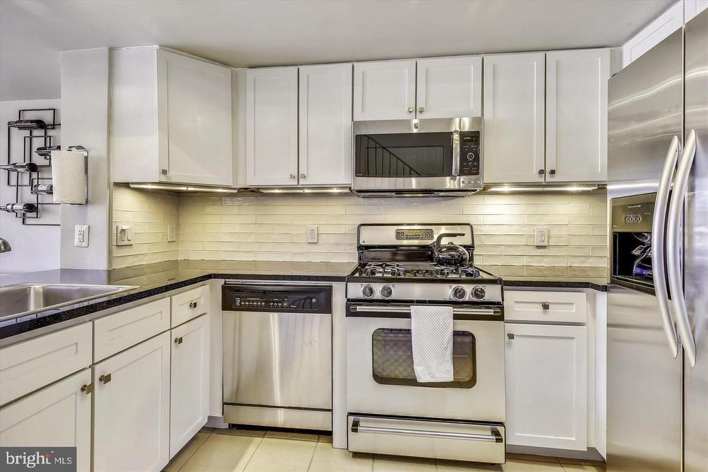 Kitchen With Granite Counters - 616 E ST NW #1155, WASHINGTON
