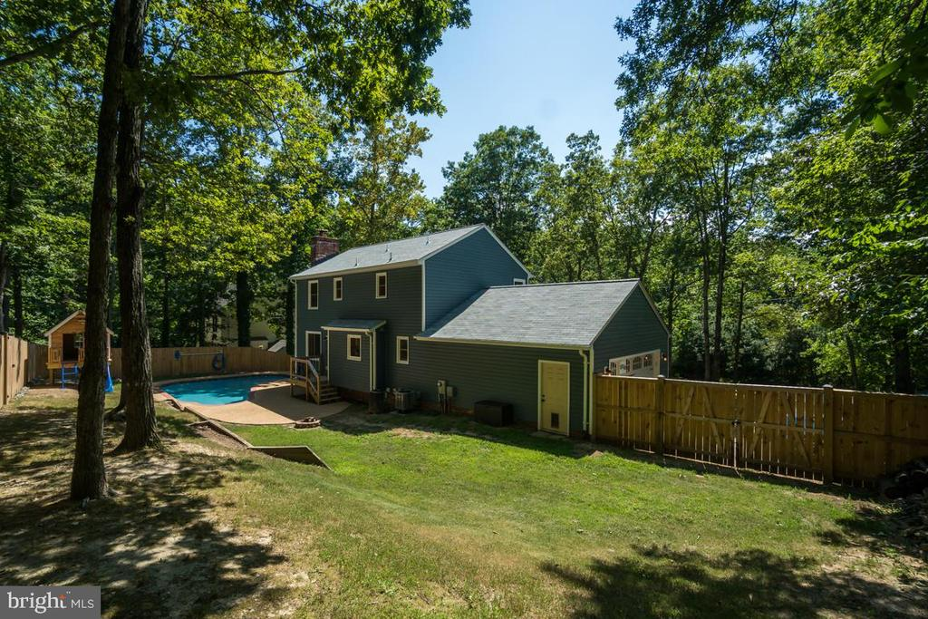 New 6' Privacy Fence - 3256 TITANIC DR, STAFFORD