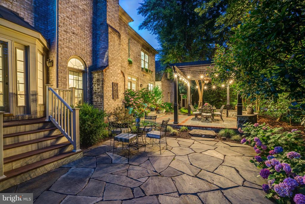 Feels like a Tuscan villa - 9318 LUDGATE DR, ALEXANDRIA
