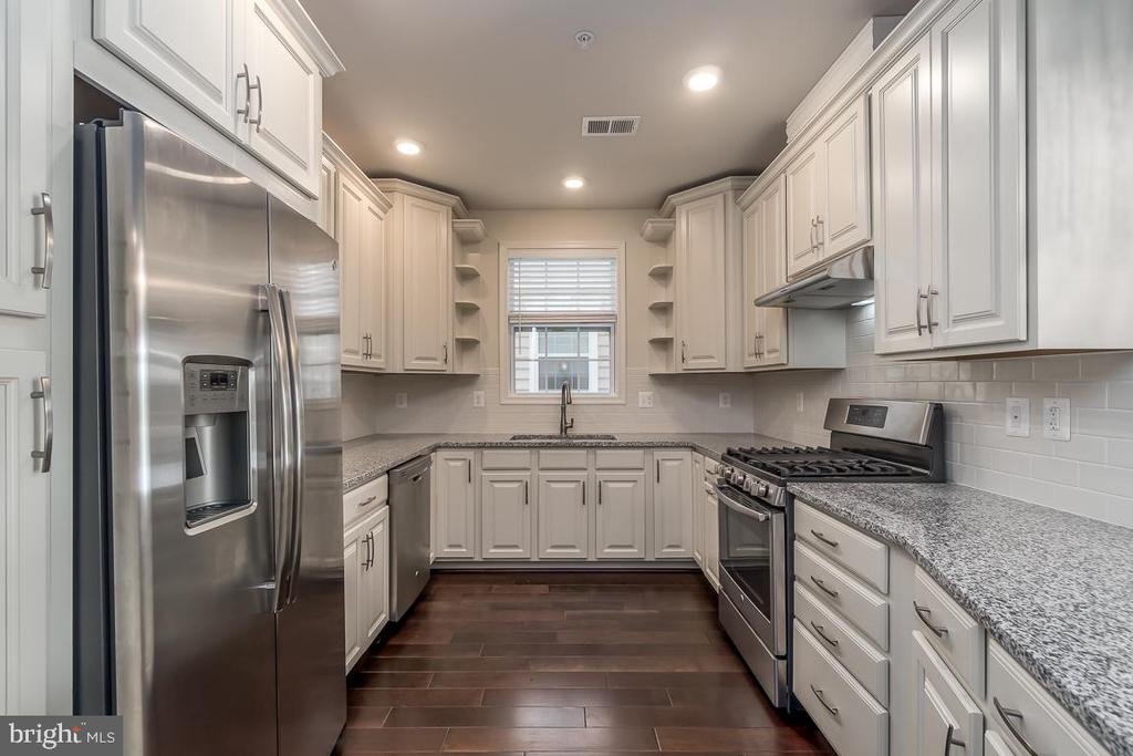 Georgeous gourmet kitchen! - 23305 MILLTOWN KNOLL SQ #112, ASHBURN