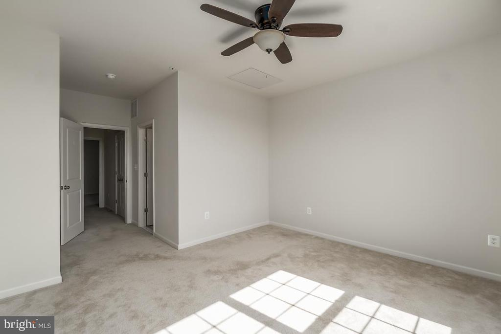 Master bedroom! - 23305 MILLTOWN KNOLL SQ #112, ASHBURN
